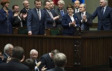 Dlaczego Polacy głosowali na PiS? Takiego absurdu jeszcze nie słyszeliście! [WIDEO]
