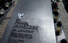 Wdowa po oficerze BOR, który zginął w Smoleńsku opowiedziała o wizycie na jego grobie. Bezduszna reakcja ludzi na cmentarzu...
