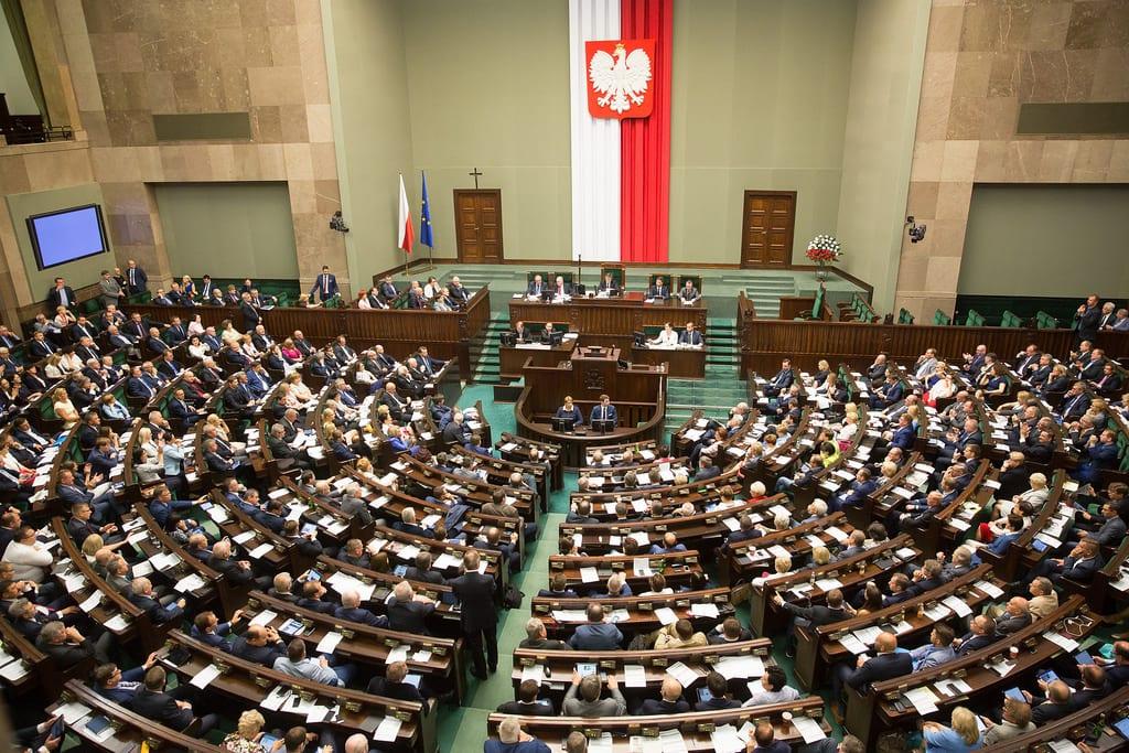 PiS przegra z opozycją? Zaskakujące wyniki najnowszego sondażu